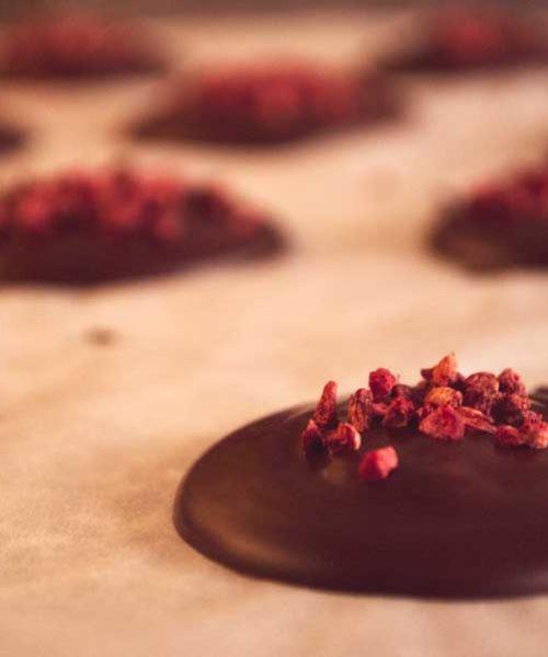 Настоящие шоколадные конфеты с малиной, 56% какао