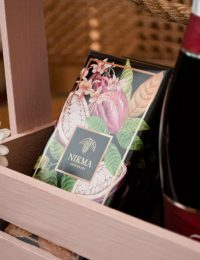 Подарок шоколад и вино